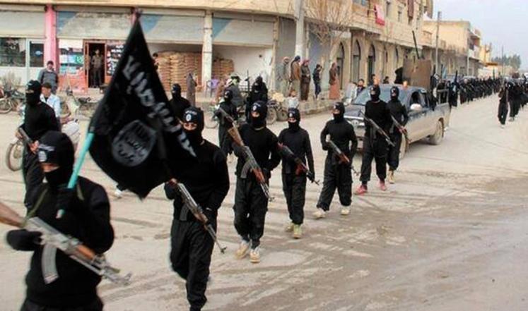"""كيف تبدو الحياة في """"عاصمة"""" تنظيم الدولة؟"""