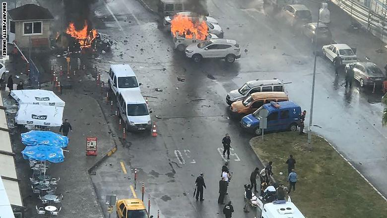 تركيا: قتلى وجرحى بتفجير محكمة في مدينة أزمير