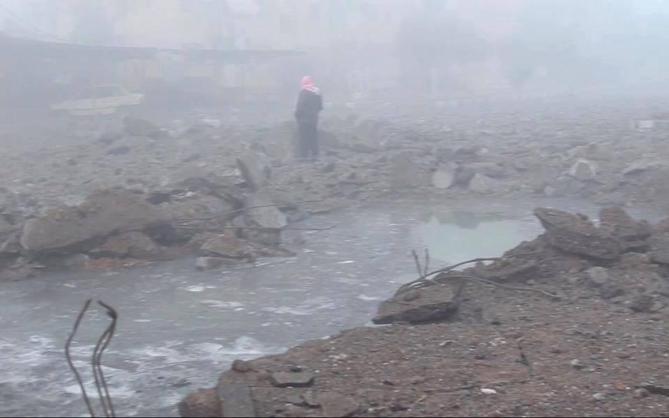 ثلاثة شهداء في انفجار لغم في بلدة المحمودلي في ريف الرقة الغربي.