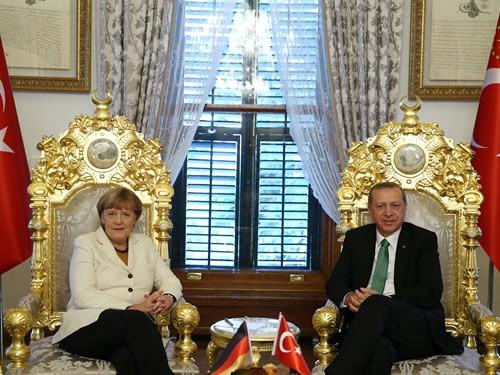 ميركل ستستقبل 500 لاجيء شهريا من تركيا