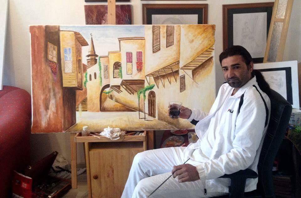 عبد الكريم الحسن فنان من الرقة يحاول التعريف بتراث بلاده في المغترب.