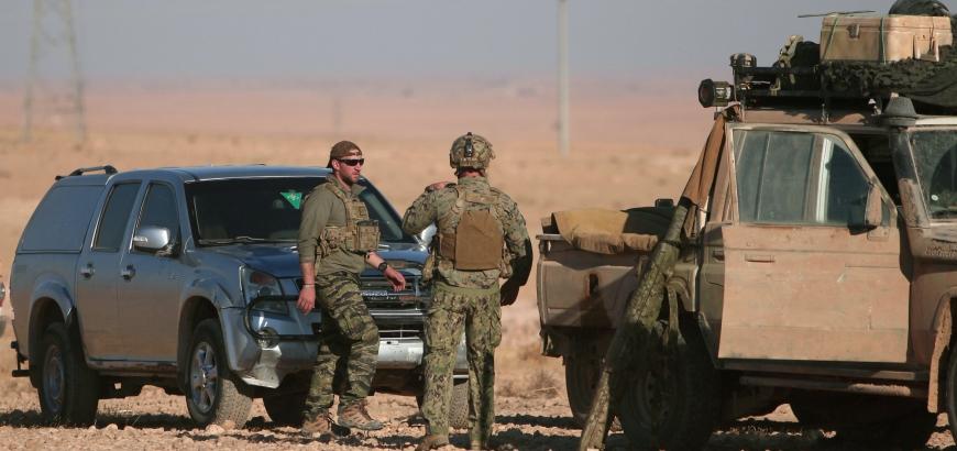 عين أمريكا على قاعدة عسكرية في الرقة.. تهجير ممنهج للسكان وتهميش للمقاتلين العرب.. فماذا يجري بالمعارك الحالية؟