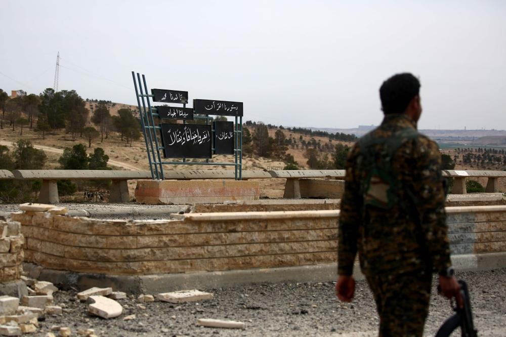 تنظيم الدولة الإسلامية (داعش) يستعيد السيطرة على عدة نقاط في محيط الطبقة بعد معارك مع مليشيا صالح مسلم