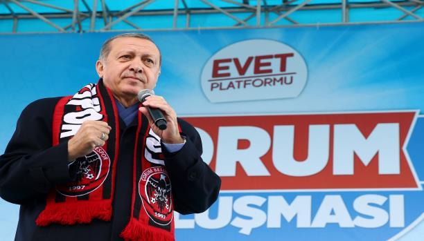 """تركيا: حرب اتهامات بـ""""العلاقة مع الانقلابيين"""" تسبق الاستفتاء التركي"""