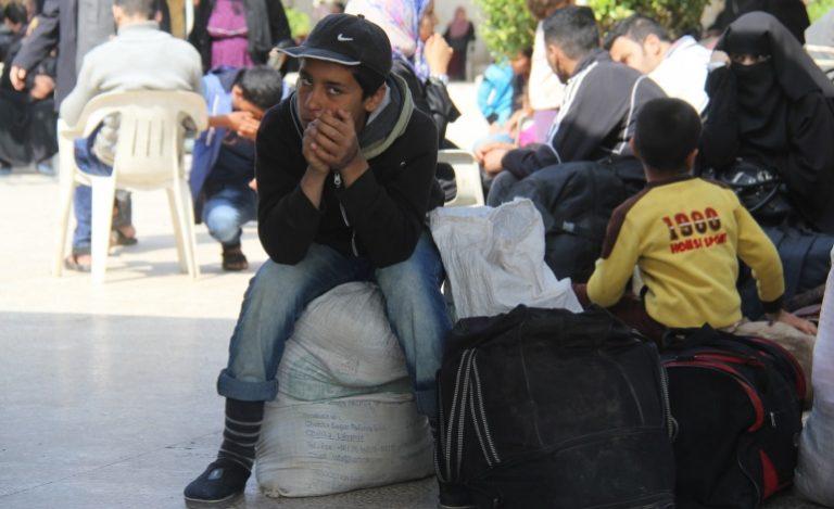 """نظام الإقامة والكفيل في مناطق سيطرة مسلحي """"PYD""""، شروط وعقبات تضاهي ما تفرضه الدول على السوريين"""