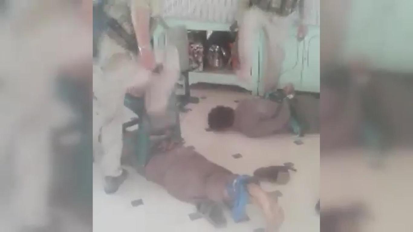 وكالة الأناضول التركية تنشر فيديو لعناصر من الوحدات الكردية يعذبون مواطنين من مدينة #الرقة