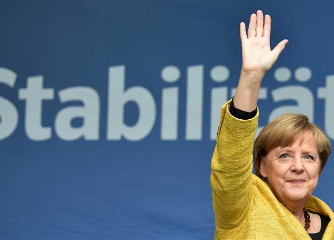 ألمانيا تتوقع ولاية رابعة لميركل واختراقا للقوميين