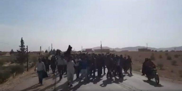 """منبج تثور ضد قرارات """"سوريا الديموقراطية"""""""