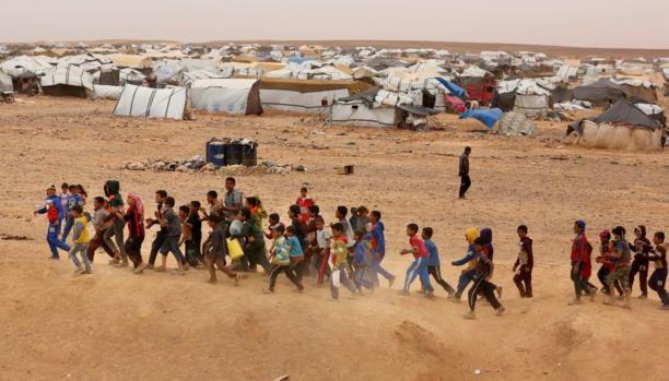 """النظام يروج لتأمينه عائلات من """"مخيم الركبان"""""""