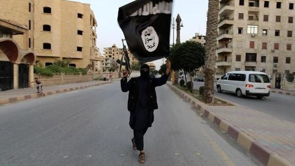 مئات الدواعش جنوبي دمشق.. وخطة تمويه في وادي الفرات