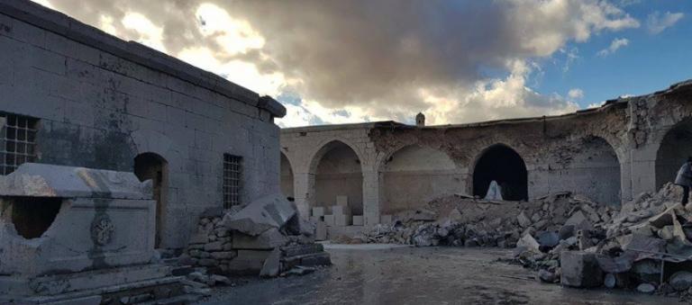 إجرام طيران الاحتلال الروسي يطال مُتحف معرّة النعمان وسط صمت وتستّر ميليشيا آثار النظام
