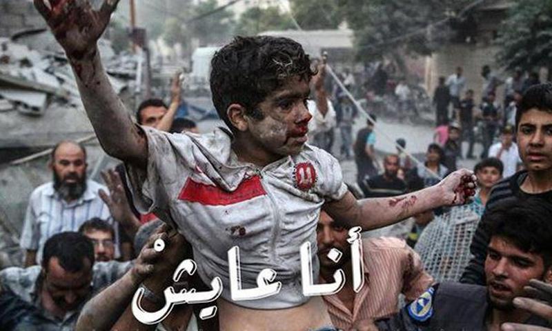 """""""أنا عايش"""".. صرخة من وسط ركام الغوطة إلى العالم (صور)"""