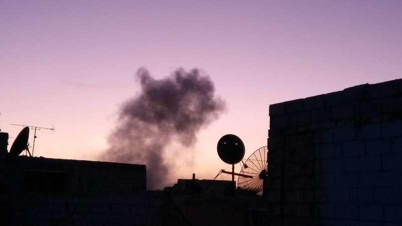 """رغم إعلانه الاتفاق مع """"داعش"""".. النظام يقصف جنوب دمشق"""