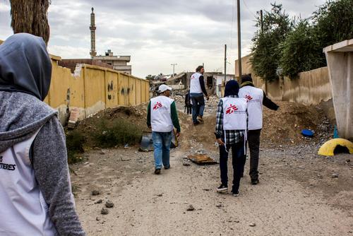 اختطاف ٣ أطباء من منظمة أطباء بلا حدود، والمنظمة تعلق عملها في الرقة