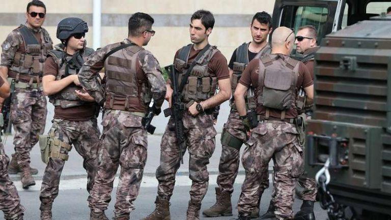 """ماذا وراء إرسال تركيا """"قوات خاصة"""" إلى حدودها مع سوريا؟"""
