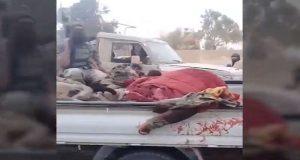 """داعش يستعرض جثث قتلى """"قسد"""" شرقي دير الزور (فيديو)"""
