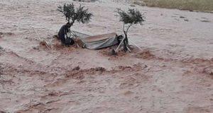 وفاة 6 سوريين على الحدود التركية بسبب سيول جارفة