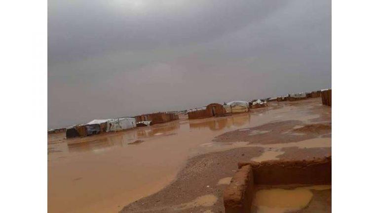 تفاقم معاناة النازحين في الركبان والأمم المتحدة تؤجّل المساعدات (صور)