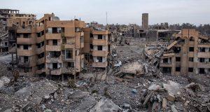 """سوريا: مدينة الرقَّة تحولت إلى أنقاض والمدنيون يعانون أهوال الدمار في أعقاب """"حرب الإبادة"""" التي يشنُّها التحالف بقيادة الولايات المتحدة"""