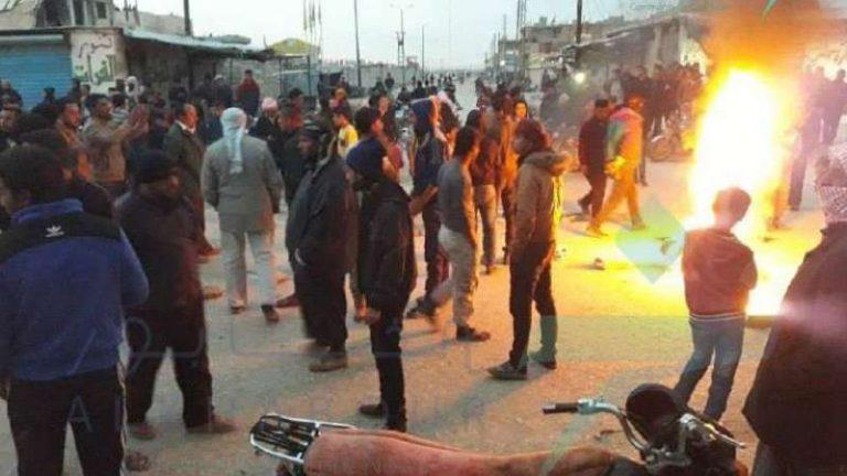 """ميليشيا """"الوحدات الكردية"""" تواجه متظاهرين في الشدادي بالأسلحة الثقيلة"""
