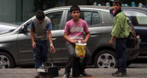 جريمة بشعة.. الأمن اللبناني يقتل طفلاً سورياً يعمل ماسح أحذية (فيديو)