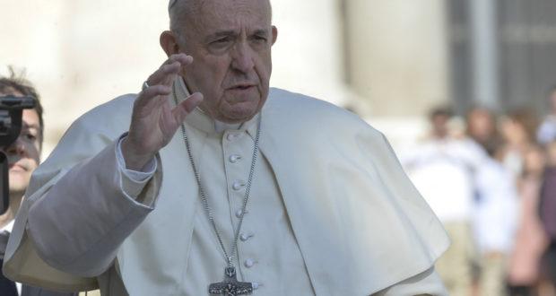 الرقة بوست يترجم رسالة البابا لبشار: صرخة مدوية من الفاتيكان ضد بشار الأسد