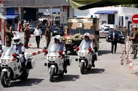 التونسيون يشيعون السبسي ويفخرون بانتقال سلس للسلطة