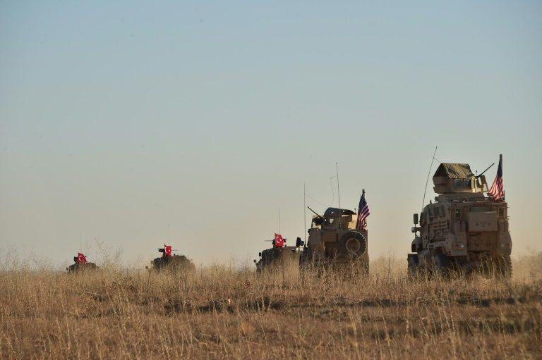 """البنتاغون يقول إن الاتفاق مع تركيا لإقامة منطقة آمنة في سورية سينفذ على """"مراحل"""""""