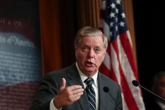 السيناتور غراهام: البنتاغون يعد خطة لاحتواء تنظيم الدولة الإسلامية وتأمين النفط في سورية