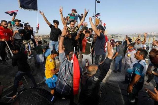 مظاهرات العراق مقتل اثنين وإصابة 350