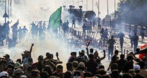 قتيلان ومئتا جريح في تظاهرات العراق فضتها قوات الأمن بالرصاص