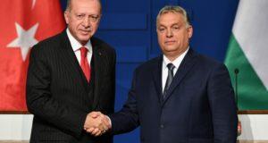 """أردوغان يهدد مجدداً """"بفتح الأبواب"""" أمام المهاجرين إلى أوروبا"""