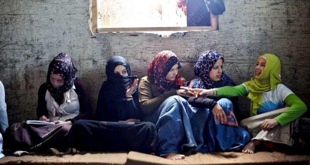 مقتل 28076 أنثى في سوريا منذ آذار 2011، قرابة 84% منهن على يد قوات النظام السوري وحلفائه