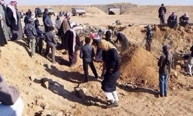العثور على 21 شخص قتلوا ذبحاً بالسكاكين في ناحية معدان بريف الرقة