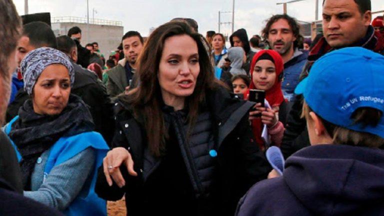 أنجلينا جولي تكتب مقال في التايم حول المأسة في سوريا وإدلب