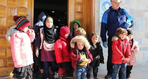 """الميليشيات الكردية تسلم 35 طفلًا من أيتام تنظيم """"داعش"""" الروس"""